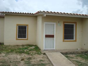 Casa En Venta En Guacara, Ciudad Alianza, Venezuela, VE RAH: 16-9337