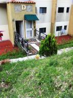 Apartamento En Venta En Caracas, Lomas De Monte Claro, Venezuela, VE RAH: 16-9273