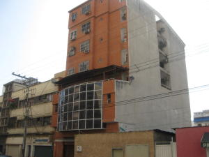 Local Comercial En Venta En Maracay, Zona Centro, Venezuela, VE RAH: 16-9266