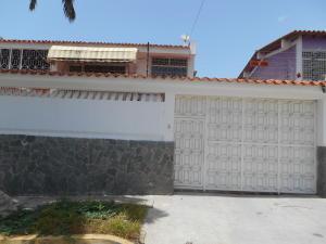 Casa En Venta En Parroquia Caraballeda, Los Corales, Venezuela, VE RAH: 16-9351