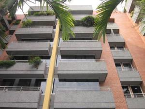 Apartamento En Venta En Caracas, Campo Alegre, Venezuela, VE RAH: 16-9303