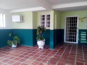 Casa En Ventaen Cabimas, Zulia, Venezuela, VE RAH: 16-9470