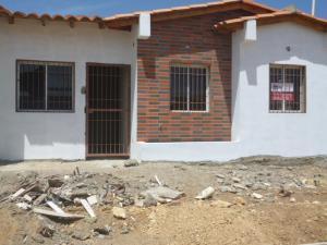 Casa En Venta En Punto Fijo, Puerta Maraven - Mara Cardon, Venezuela, VE RAH: 16-2750