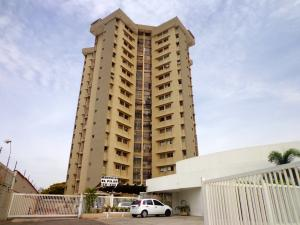 Apartamento En Venta En Maracaibo, Avenida Delicias Norte, Venezuela, VE RAH: 16-9385