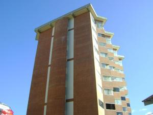 Apartamento En Venta En Caracas, Miravila, Venezuela, VE RAH: 16-9403