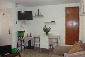 Apartamento En Venta En Maracaibo, El Naranjal, Venezuela, VE RAH: 16-9435