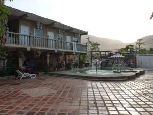 Casa En Venta En Ocumare De La Costa, El Playon, Venezuela, VE RAH: 16-9464