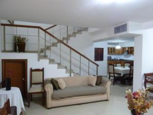 Townhouse En Venta En Maracaibo, La Trinidad, Venezuela, VE RAH: 16-9468