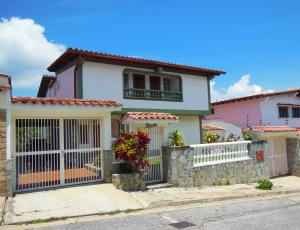 Casa En Venta En Caracas, Los Naranjos Del Cafetal, Venezuela, VE RAH: 16-9481