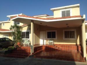 Townhouse En Venta En Maracaibo, Doral Norte, Venezuela, VE RAH: 16-9482