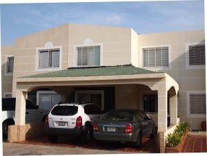 Townhouse En Venta En Maracaibo, Circunvalacion Uno, Venezuela, VE RAH: 16-9490