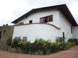 Casa En Venta En Caracas, La Lagunita Country Club, Venezuela, VE RAH: 16-9498