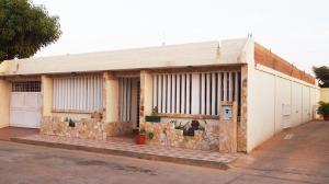 Casa En Venta En Maracaibo, Via Aeropuerto, Venezuela, VE RAH: 16-7250