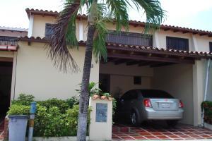 Casa En Venta En Municipio San Diego, Villa Serino, Venezuela, VE RAH: 16-9559