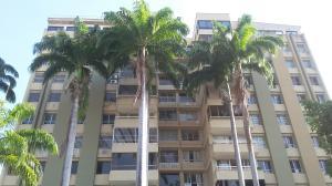 Apartamento En Venta En Valencia, La Viña, Venezuela, VE RAH: 16-9520