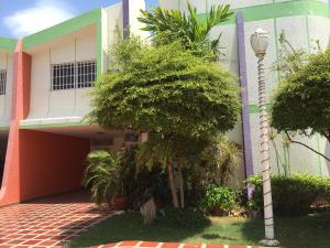 Townhouse En Venta En Maracaibo, Lago Mar Beach, Venezuela, VE RAH: 16-9522