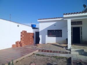 Casa En Venta En Punto Fijo, Casacoima, Venezuela, VE RAH: 16-9544