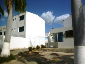 Casa En Venta En Charallave, Santa Rosa De Charallave, Venezuela, VE RAH: 16-9785