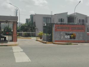 Apartamento En Venta En Municipio Los Guayos, Paraparal, Venezuela, VE RAH: 16-9636