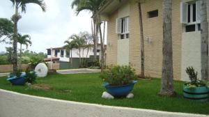 Casa En Venta En Caracas, La Lagunita Country Club, Venezuela, VE RAH: 16-9634