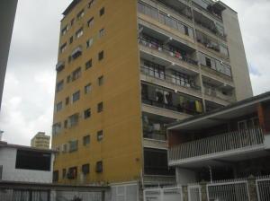 Apartamento En Venta En Los Teques, Municipio Guaicaipuro, Venezuela, VE RAH: 16-9674