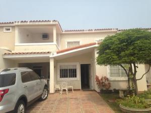 Townhouse En Ventaen Maracaibo, Doral Norte, Venezuela, VE RAH: 16-5427