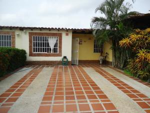Casa En Venta En Municipio San Diego, Valle De Oro, Venezuela, VE RAH: 16-9738