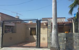 Casa En Venta En Margarita, Sabanamar, Venezuela, VE RAH: 16-6388