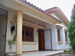 Casa En Venta En Valencia, Valles De Camoruco, Venezuela, VE RAH: 16-9898
