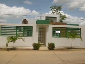 Casa En Venta En Tacarigua, Tacarigua, Venezuela, VE RAH: 16-9926