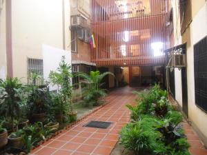 Apartamento En Venta En Maracaibo, Avenida Goajira, Venezuela, VE RAH: 16-9929
