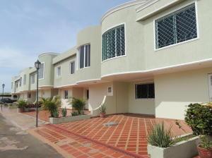Townhouse En Venta En Maracaibo, La California, Venezuela, VE RAH: 16-9933