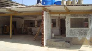Casa En Venta En Catia La Mar, Playa Grande, Venezuela, VE RAH: 16-10038