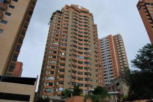 Apartamento En Venta En Valencia, Las Chimeneas, Venezuela, VE RAH: 16-10052