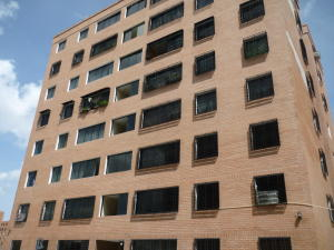 Apartamento En Venta En Maracay, Conjunto Residencial Los Jardines, Venezuela, VE RAH: 16-10087