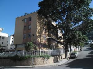 Apartamento En Venta En Caracas, El Marques, Venezuela, VE RAH: 16-10137