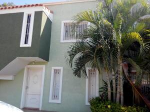 Townhouse En Venta En Cabimas, Carretera H, Venezuela, VE RAH: 16-10829