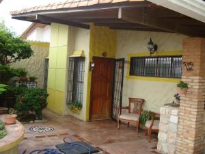 Casa En Venta En Intercomunal Maracay-Turmero, Isacc Oliveira, Venezuela, VE RAH: 16-10139