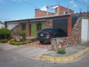 Casa En Venta En Cabudare, Parroquia José Gregorio, Venezuela, VE RAH: 16-10216
