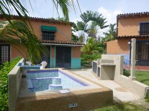 Casa En Venta En Higuerote, Higuerote, Venezuela, VE RAH: 16-10219