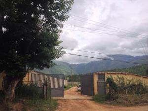 Terreno En Venta En Municipio San Diego, La Cumaca, Venezuela, VE RAH: 16-10225