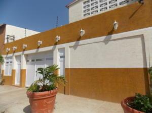 Casa En Ventaen Punto Fijo, Santa Irene, Venezuela, VE RAH: 15-9217
