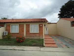 Casa En Venta En Cabudare, Parroquia José Gregorio, Venezuela, VE RAH: 16-10268