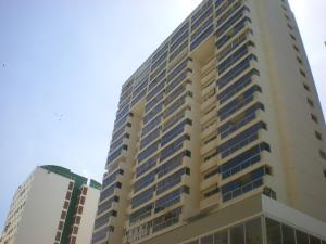 Apartamento En Venta En Catia La Mar, Playa Grande, Venezuela, VE RAH: 16-10294