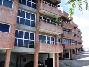 Apartamento En Venta En Caracas, Loma Linda, Venezuela, VE RAH: 16-10302
