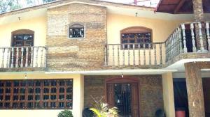 Casa En Venta En San Antonio De Los Altos, Los Castores, Venezuela, VE RAH: 16-10336