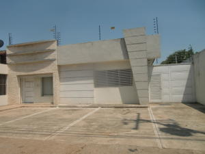 Local Comercial En Venta En Calabozo, Ave 23 De Enero, Venezuela, VE RAH: 16-4620