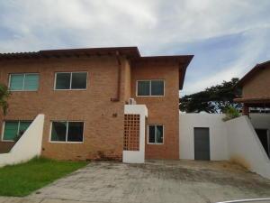 Townhouse En Venta En Municipio San Diego, La Cumaca, Venezuela, VE RAH: 16-10404