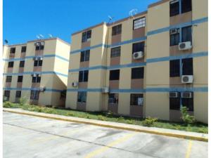 Apartamento En Venta En Municipio Los Guayos, Paraparal, Venezuela, VE RAH: 16-10425