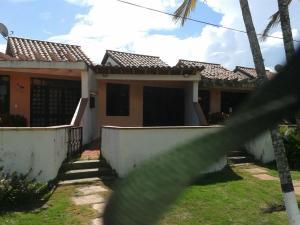 Townhouse En Venta En Higuerote, Mamporal, Venezuela, VE RAH: 16-10470